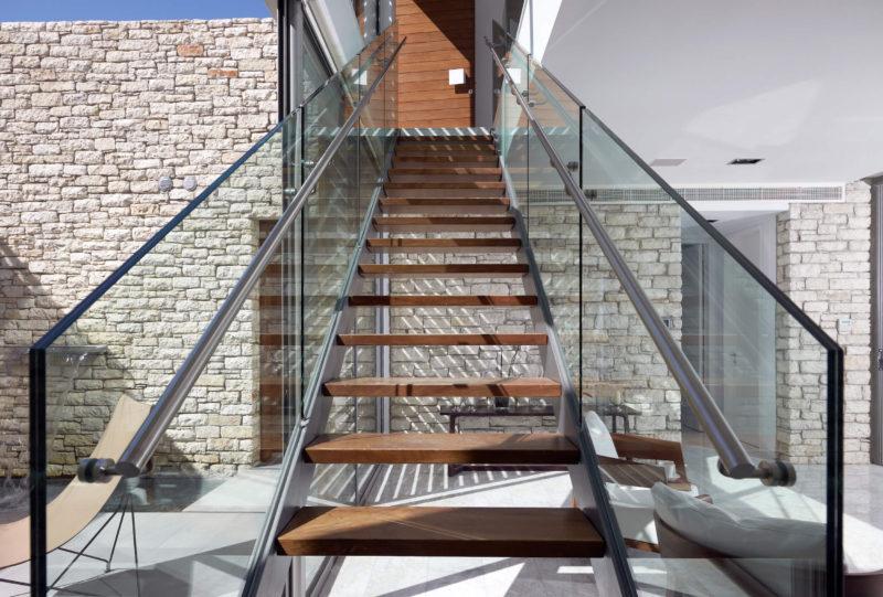 生活区:绿柄桑木和玻璃楼梯